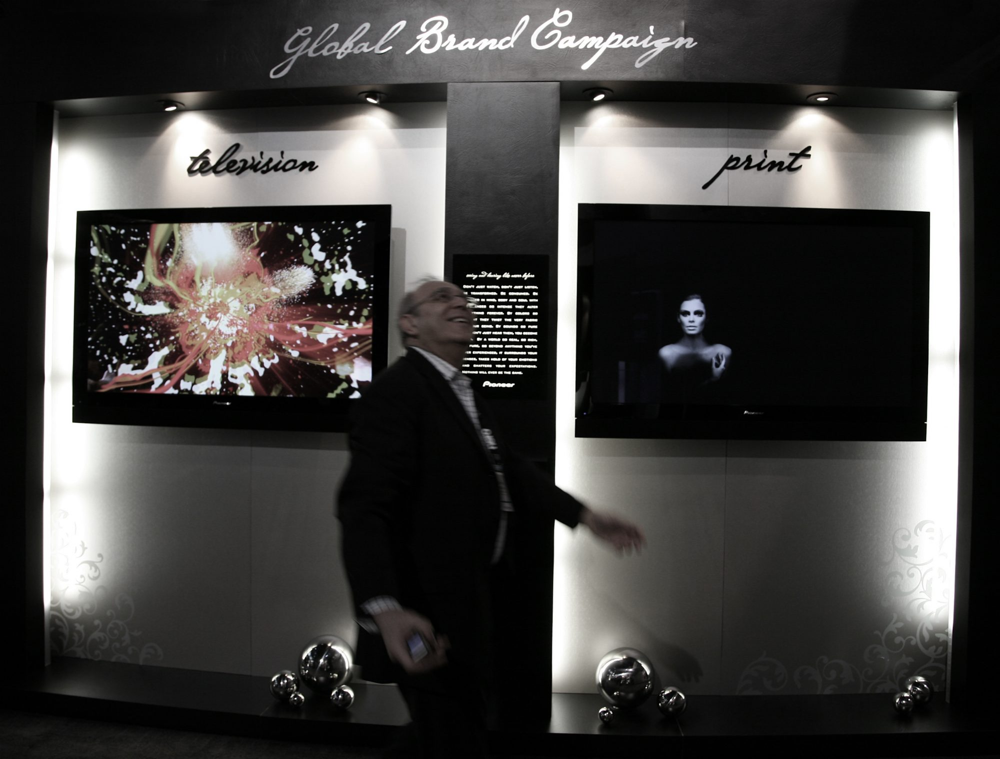 CES-messa i Las Vegas 2009. Forbrukerteknologi. Duppeditter. TV. Stereo. HiFi. PC. Mobiltelefon.